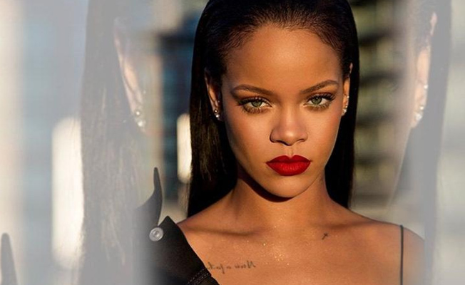 Rihanna kendi iç çamaşırı markasının reklamını yaptı