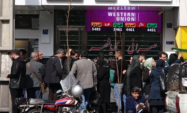 İran karıştı! Döviz bürolarına akın ettiler