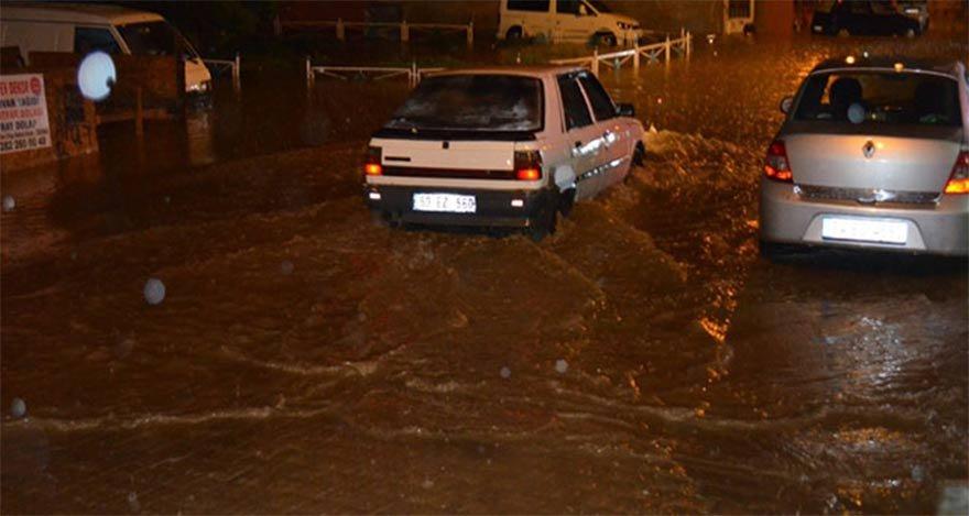İstanbul'u sel aldı, dolu yağdı... İkinci uyarı...