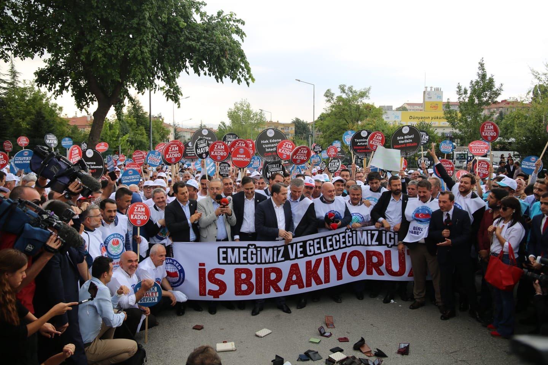 Ankara'da memurlar iş bıraktı