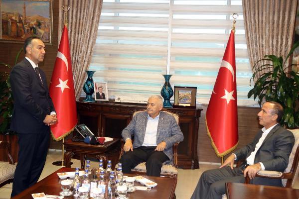 Binali Yıldırım'ın Bitlis ziyaretinde tepki çeken kare!